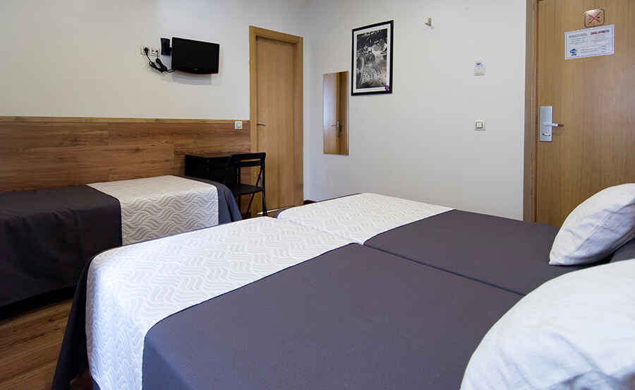 Art Madrid Hostal | Triple room